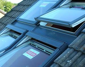 Wir bieten die Montage der hochwertigen VELUX-Dachflächenfenster ...